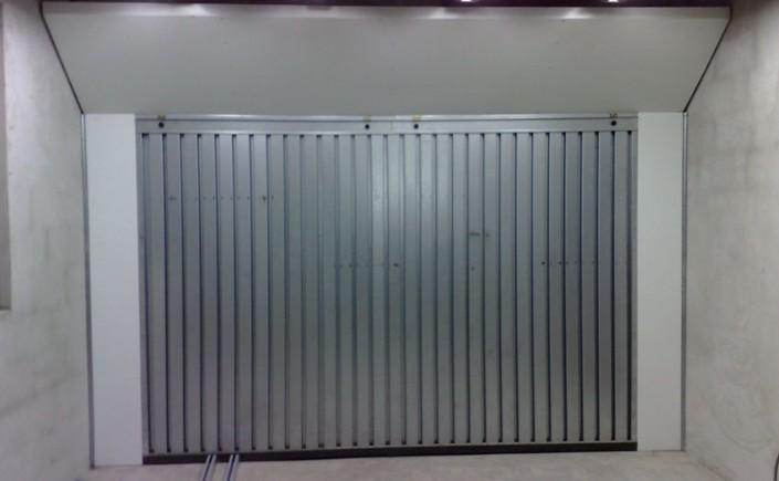 ściana lakiernicza z oświetleniem