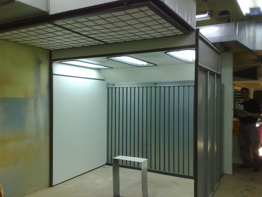 ściana lakiernicza z wnęką i oświetleniem, filtr mechaniczny